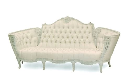 white victorian couch 25 best ideas about victorian sofa on pinterest