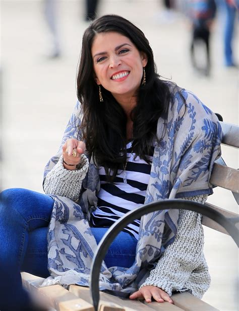 how much you bench snl cecily strong sings from a bench for a saturday night