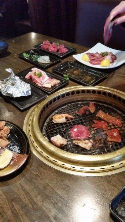 japanese restaurant cook at table table grill for you to cook your own food bild fr 229 n gyu