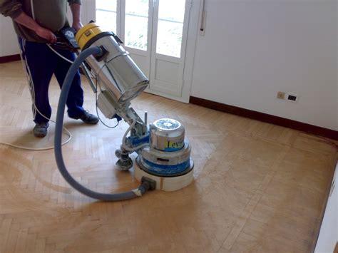 macchina per lavare i pavimenti foto levigatura parquet di rovere di work service 46860