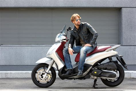 Touring Motorrad 48 Ps by Piaggio Beverly 350ie Sport Touring Motorrad Fotos