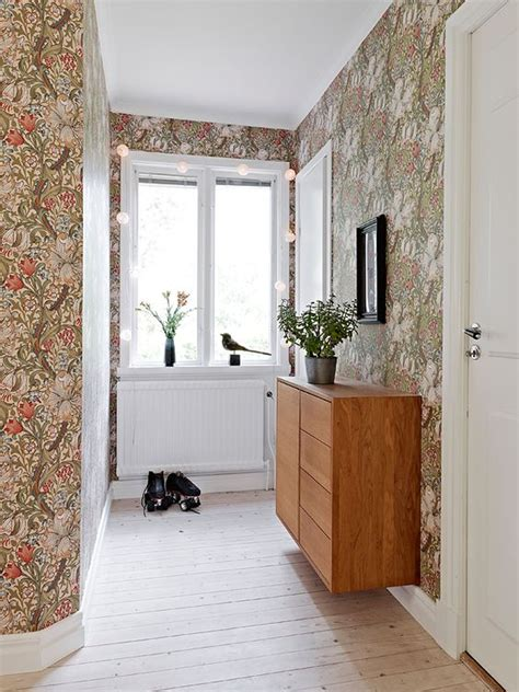 colorful entryway wallpaper decorating with retro wallpaper 32 eye catchy ideas