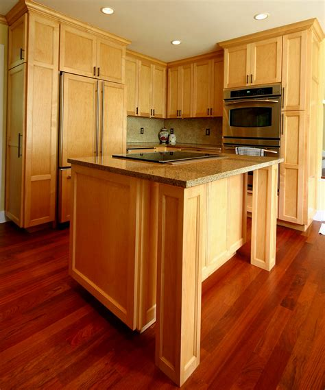 oak cabinets what color wood laminate flooring with oak cabinets