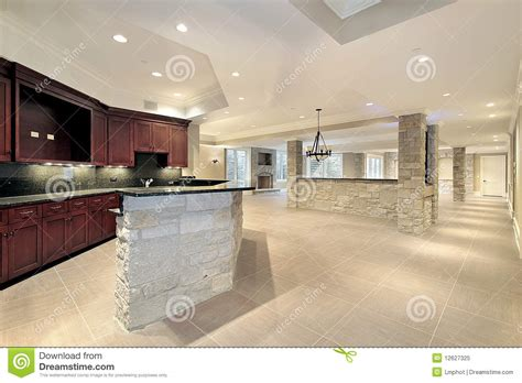 cuisine en sous sol bar et cuisine en en sous sol image stock image