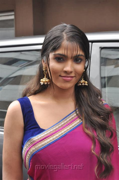 new indian women headshave picture 508431 actress muktha bhanu hot pink saree