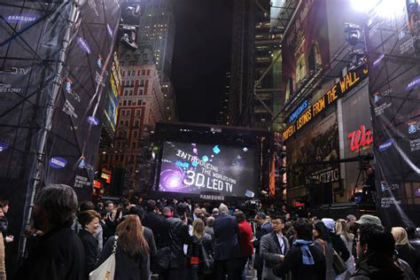 i ve got a black eye times square free hugs guy punches samsung times square concert with the black eyed peas zimbio
