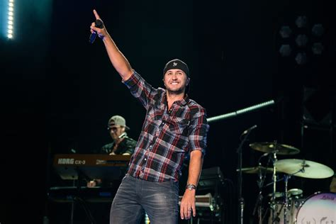 luke bryan performing luke bryan to open restaurant and bar on nashville s lower