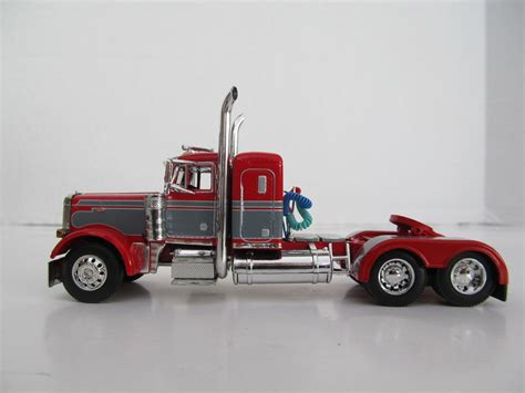 small kenworth trucks dcp 1 64 scale 379 peterbilt small bunk day cab opt