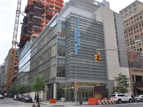 Mba Schools In Nyc by Booming Tribeca Real Estate Saves New York School