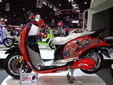 Stiker Stripping Variasi Rx King modifikasi scoopy dari motor show 2011 thailand mercon