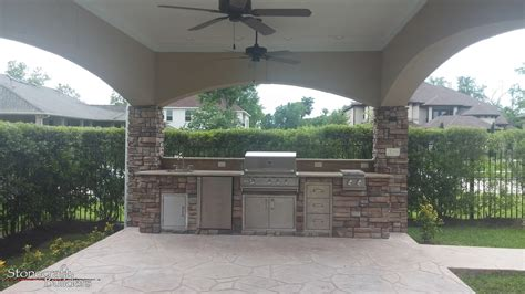 custom outdoor kitchen and fireplaces stonecraft stonecraft buildersoutdoor kitchens fireplaces houston