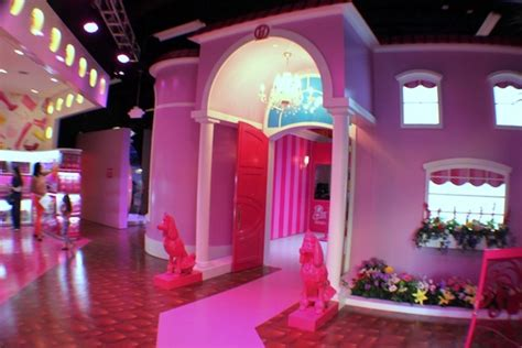 barbie dream house sawgrass world s first life size barbie dreamhouse designtaxi com