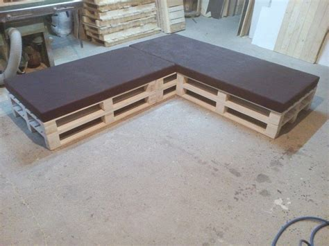 pallet settee pallet sectional cushioned sofa pallet furniture diy
