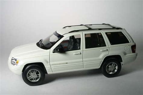 diecast jeep all things jeep diecast jeep grand 1999 white
