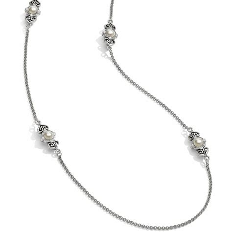 The It Item Of The Season Pearls by Alcazar Alcazar Pearl Necklace Necklaces