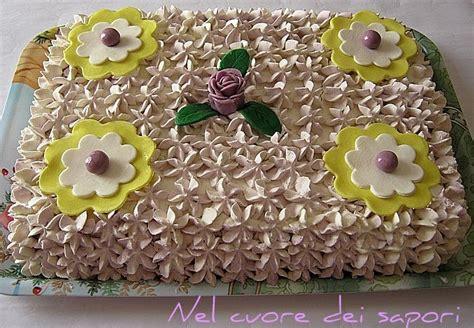 torta di compleanno con fiori nel cuore dei sapori torta di compleanno panna e fiori