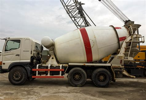 Truk Mixer Hino hino fm260ti mixer truck molen jual beli alat berat
