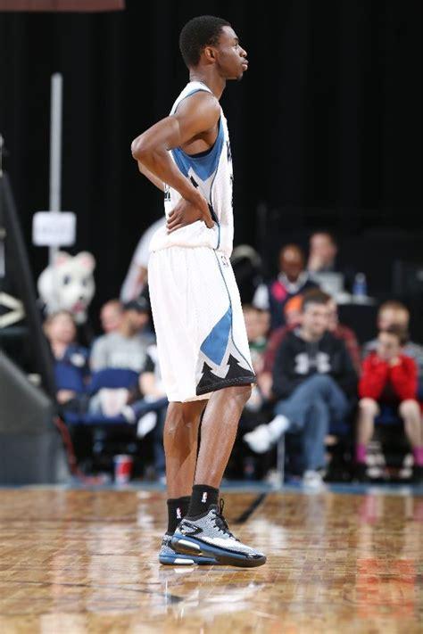 Sepatu Basket Nike Lebron Witness2 Low Navy Yellow lunarglide 8 rougedit nba outlet