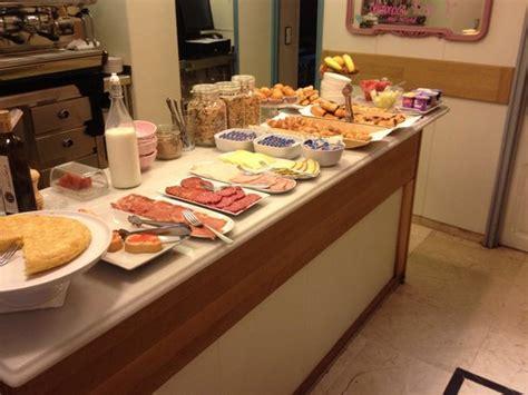 cuarto hotel breakfast buffet buffet desayuno fotograf 237 a de hotel sauce zaragoza