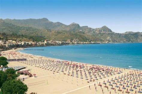 spiaggia giardini naxos vacanze in sicilia le spiagge di messina typical sicily