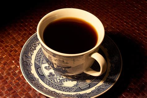 coffee before bed drinking coffee late at night can throw your internal