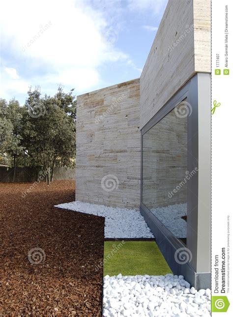 corteccia da giardino giardino con la corteccia pino fotografia stock libera
