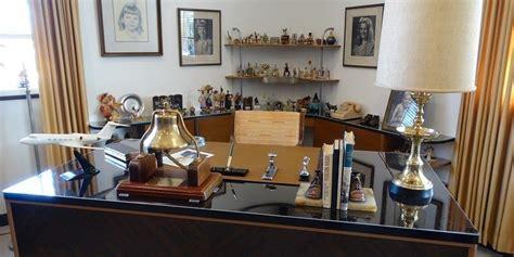 bureau disney d 233 couvrez le bureau de walt disney dans studio d origine
