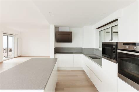 witte keuken met grijs blad greeploze keuken tips uitvoeringen inspiratie foto s