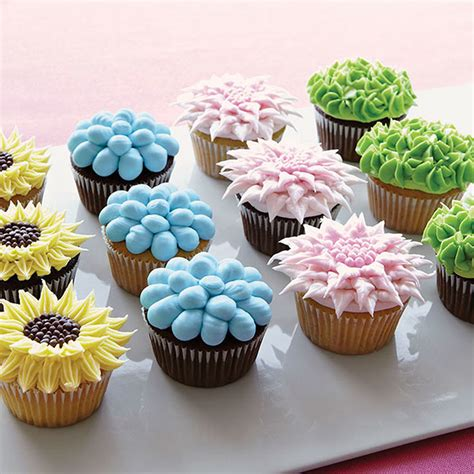 flower decorating tips fanciful floral cupcakes wilton