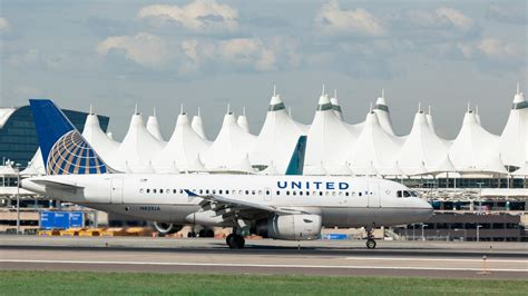 united airlines increasing routes to hawaii adding lie flat united airlines adds flights from denver to wisconsin