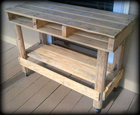 Bilder Terrassen 2570 by Upcycled Distressed Pallet Table On Casters By Alabaster
