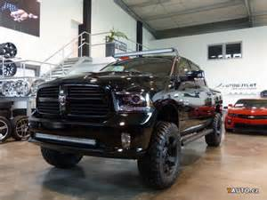 prod 225 m dodge ram 1500 limited black edice lift prodej