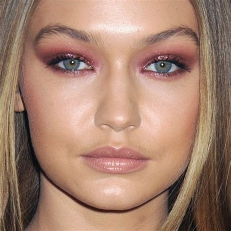 Make Up Gigi Hadid gigi hadid s makeup photos products style
