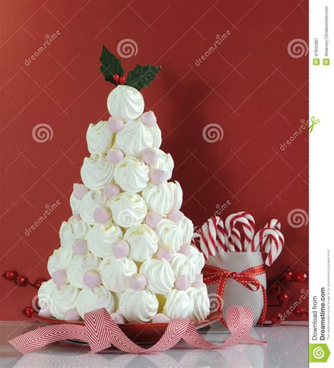 christmas tree dessert treat made with pink and white