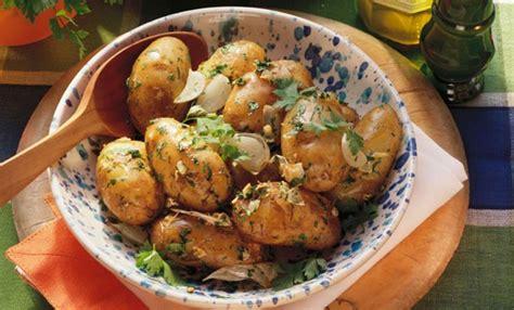cucinare le patate con la buccia patate novelle in padella con la buccia leitv