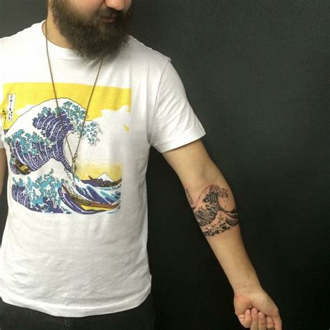 the great wave off kanagawa tattoo 1000 ideas about wave sleeve on wave