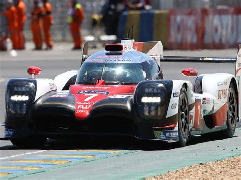 Schnellstes Auto In Le Mans by Irre Verkleideter Quot Streckenposten Quot In Le Mans