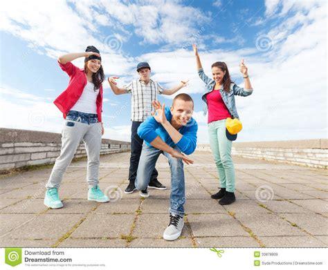 imagenes de jovenes libres grupo de baile de los adolescentes im 225 genes de archivo