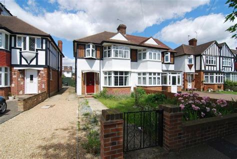 3 Bedroom House Kingston by 3 Bedroom Semi Detached House For Sale In Tudor Drive