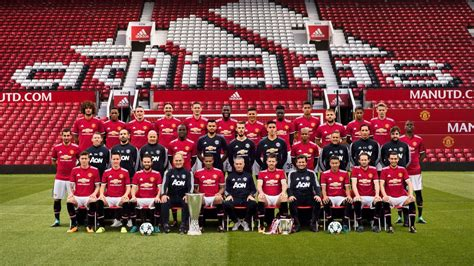 Mu Home New Season 1718 official team photo 2017 18 spot the photoshopped in