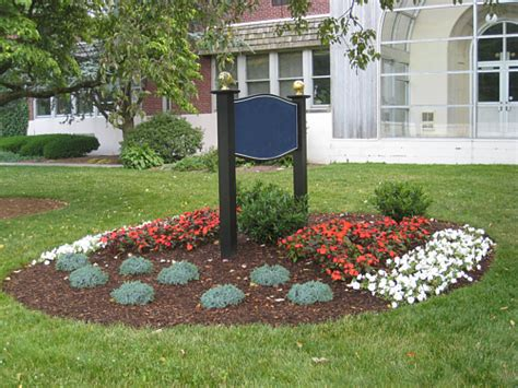 Landscape Design Around Signs Make Your Planting Design Simple And Practical
