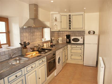 country cousins kitchens te20 superb traditional farmhouse with garden and pool