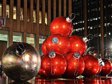 Chrismas Decorations by The Best Decorations Around The World