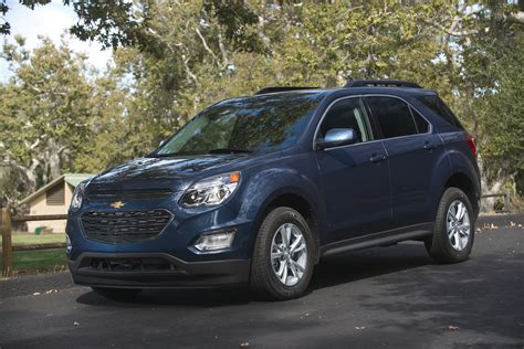 chevy terrain 2017 chevrolet equinox vs 2017 gmc terrain compare cars