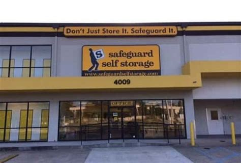 Storage Units Metairie La by Self Storage Units In Metairie La On Service Road From