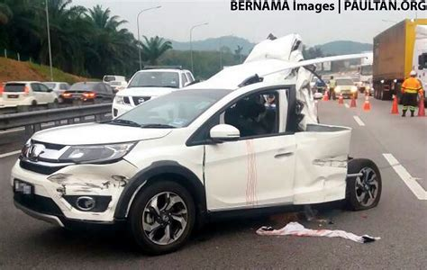 child dies  road accident  malaysia parents secure  kids  seat belts