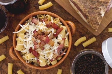 cucina romana pasta alla gricia ricetta pasta alla gricia la ricetta di giallozafferano