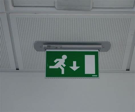 illuminazione di emergenza apparecchi di illuminazione di emergenza nuova norma cei