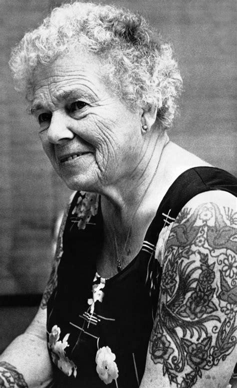 Adultos mayores que responden ¿cómo lucirán tus tatuajes?