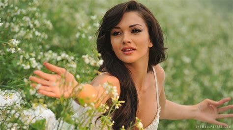 what is the name of the actress in the 2015 viagra commercial amy jackson hd photo download